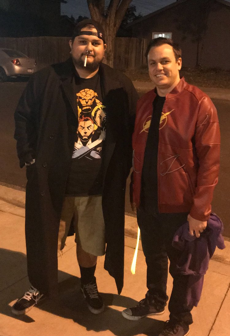 RT @welding_skunk: This year taking the kids out as Silent bob and casual Barry Allen @ThatKevinSmith and @grantgust https://t.co/3SsLpKKZTJ