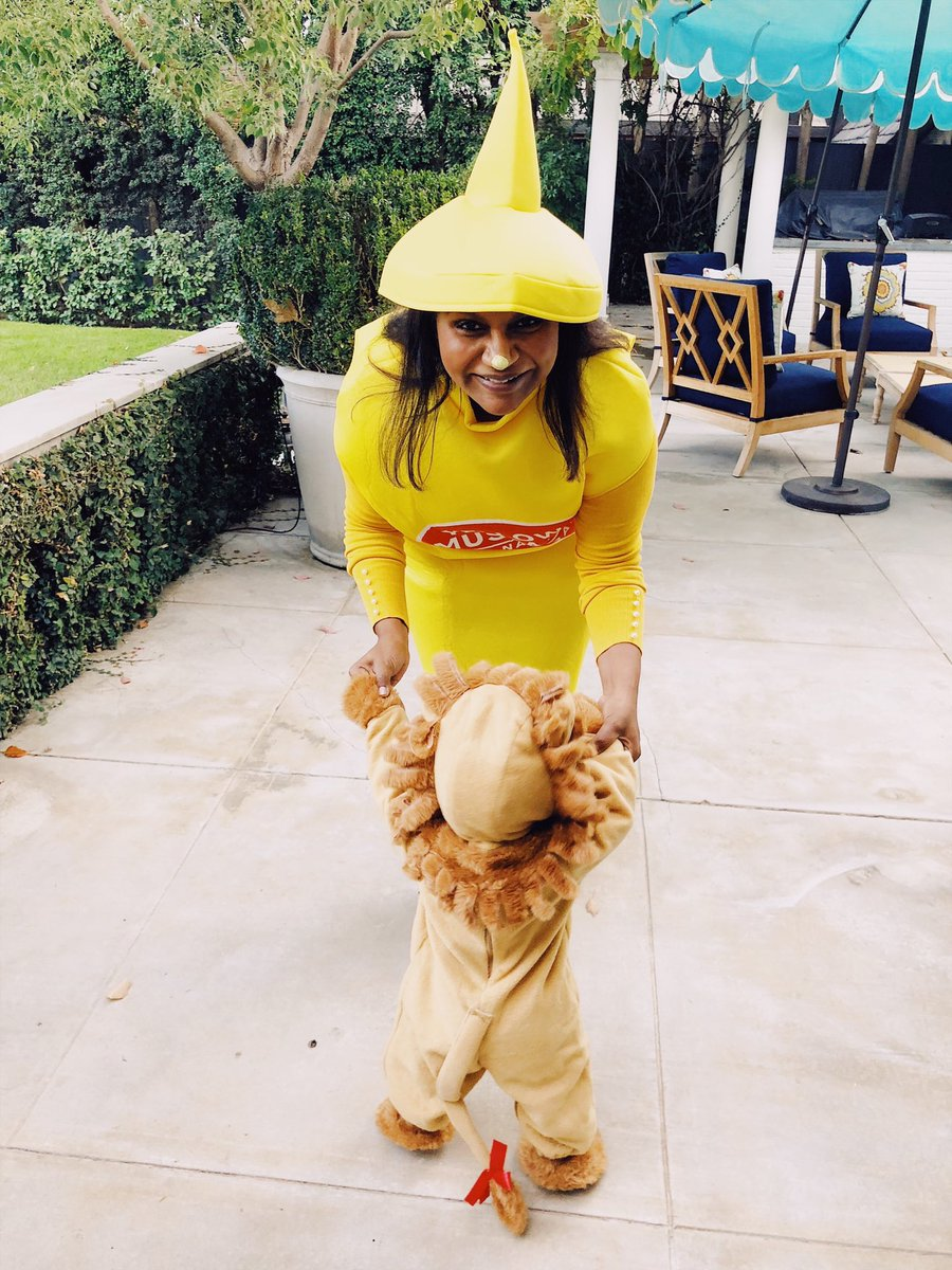 Happy Halloween from this bottle of mustard and her little lion ❤️???????? https://t.co/9NmTqVm9q5