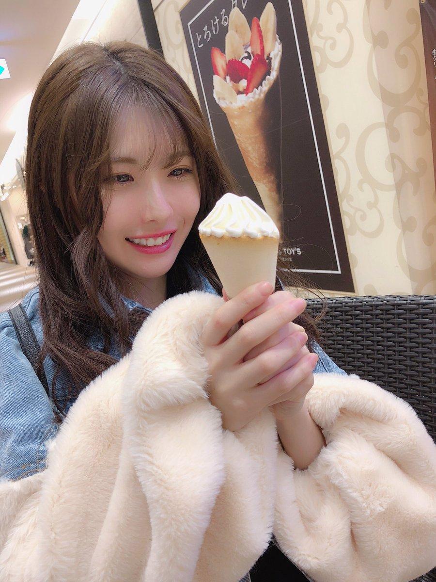 谷真理佳が500円もするソフトクリームを食べる
