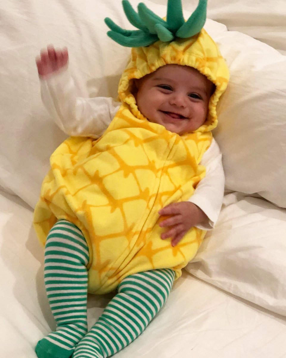 Costume #2 from yesterday. Probably my favorite! My little piña! #Halloween #BabySanti https://t.co/qdOhuDeiZI
