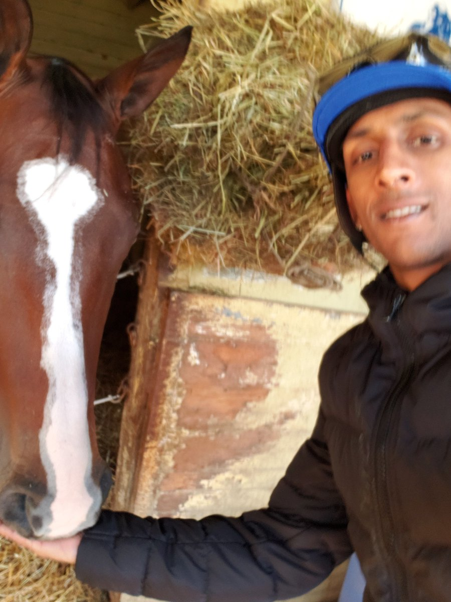 RT @RajivMaragh: Came to visit Blame it on mom and feed her a peppermint after her lovely debut 2nd place finish https://t.co/phrGWOmpig