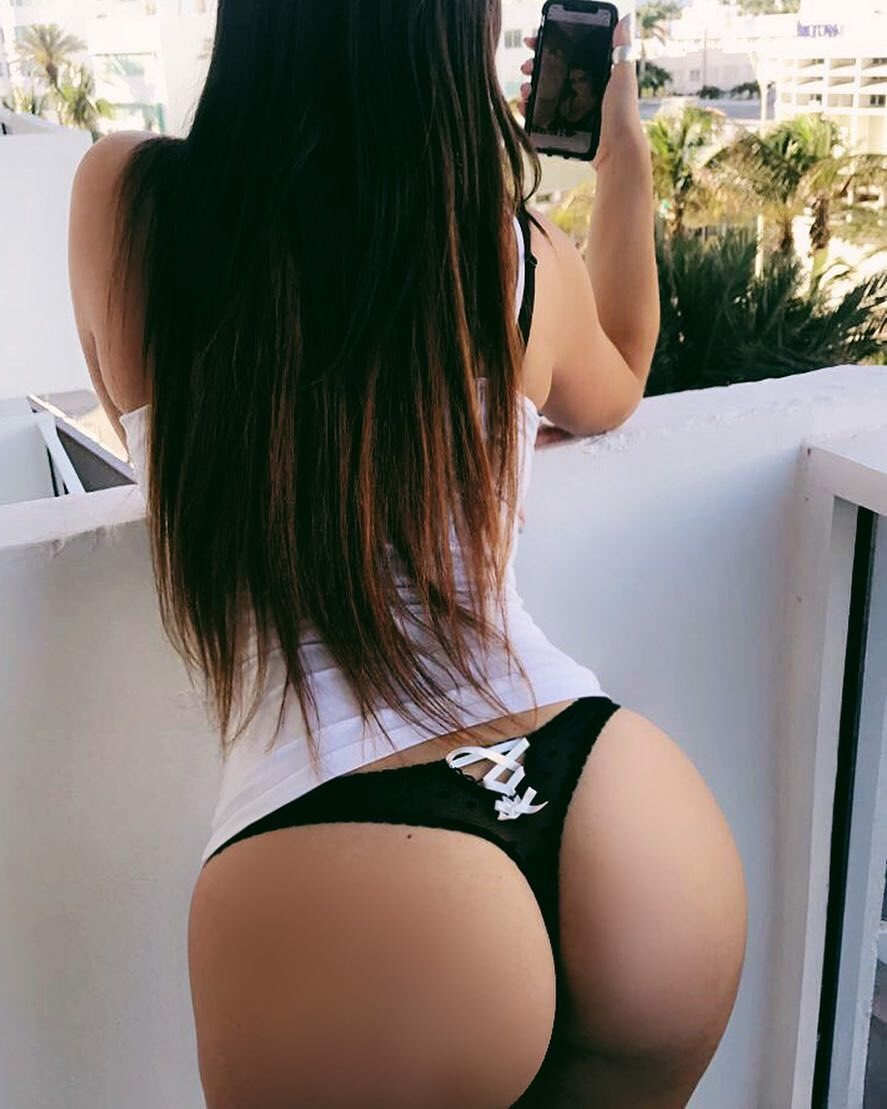 RT @TonyCourpotin10: @ClaudiaRomani Your ass gives us some of the most beautiful views ????❤ https://t.co/Lhuj2YdZnY