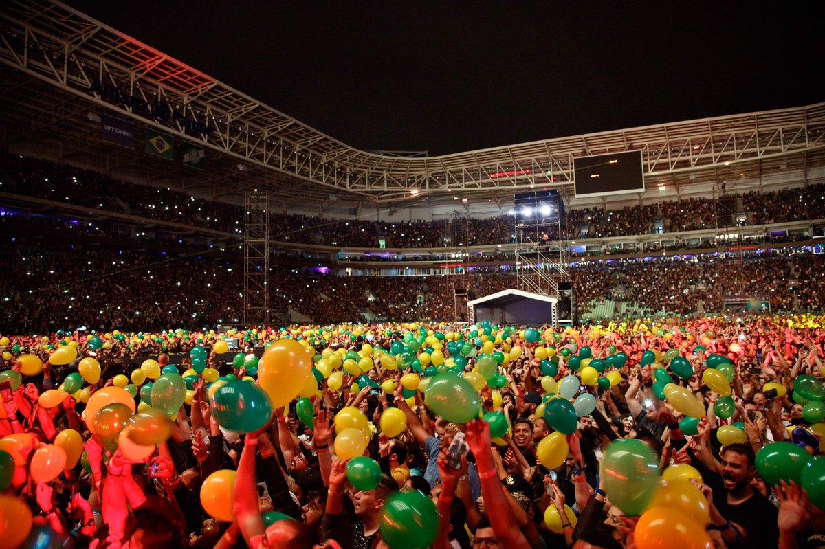 Eu amo as cores do Brasil! Shak https://t.co/G1HPrAMb9H