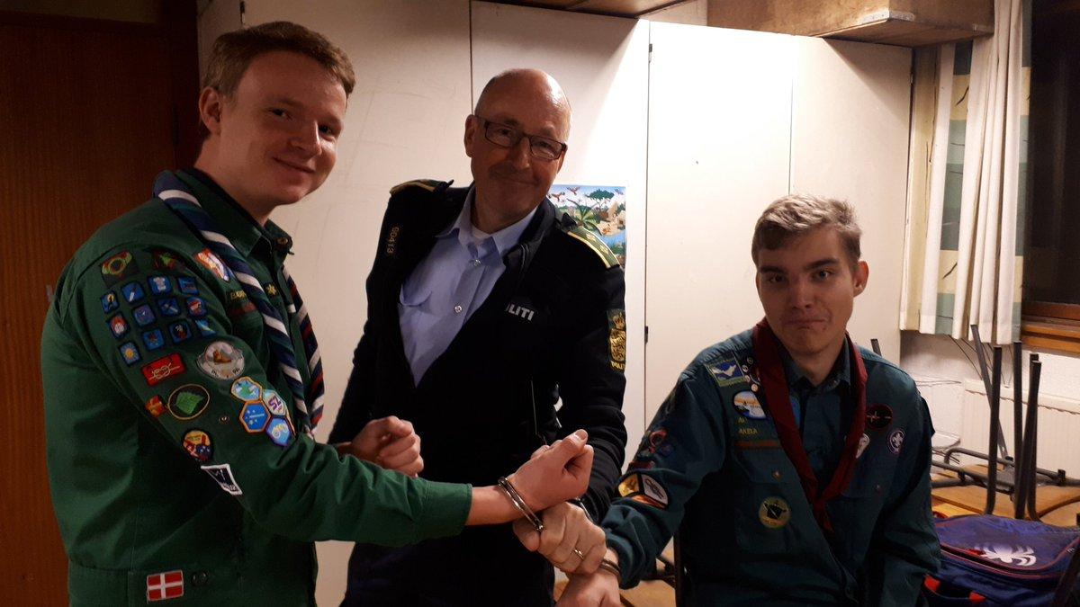 Forebyggelse øst Greve har været på besøg hos KFUM spejderne i Solrød og fortælle om politi og deres arbejde👮♂️👮♂️ https://t.co/BScN4sL17J