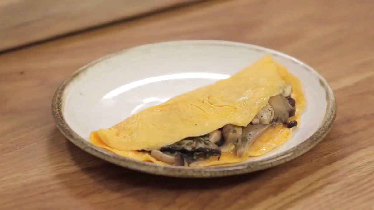 Strong #omelette game, Jamie ???? We've shown you ours, now let's see yours... ????  #ClocksGoBack #WeekendBreakfast https://t.co/XOocyRglEM