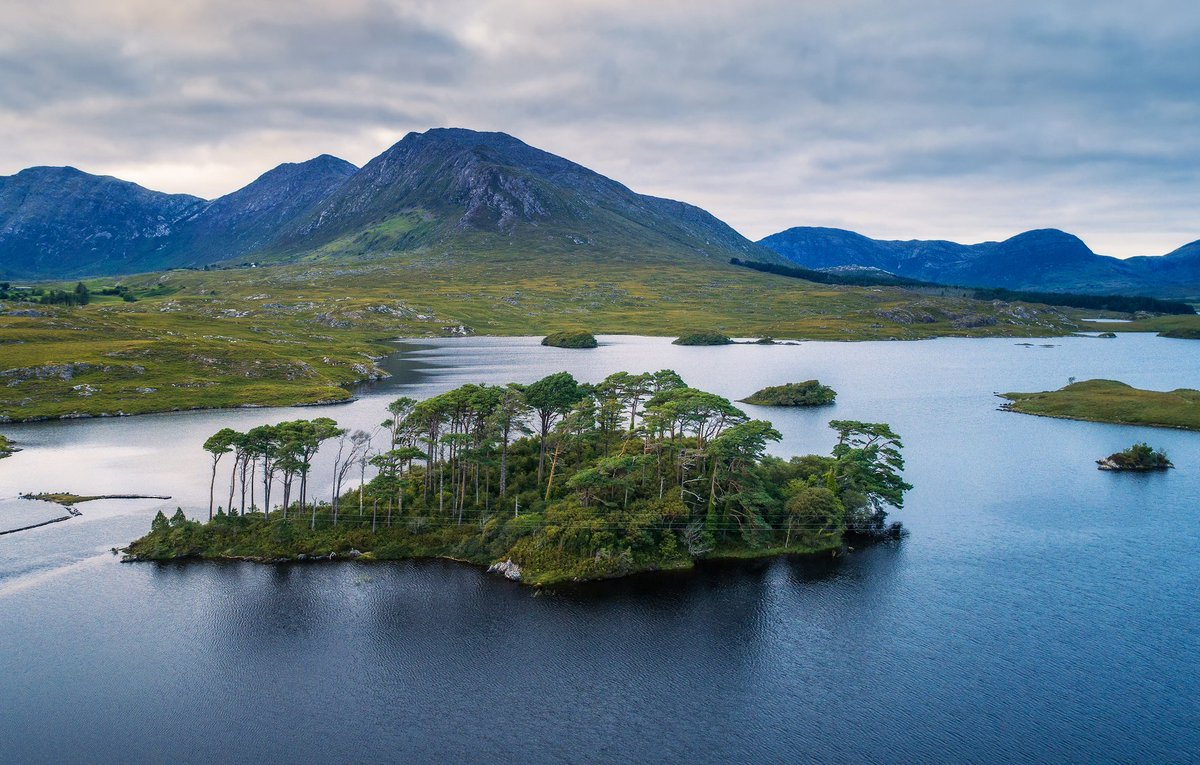 'A priceless work of art'  Connemara in #Galway, #Ireland : https://t.co/VrfePoo8e8 https://t.co/SJ08gJkp08