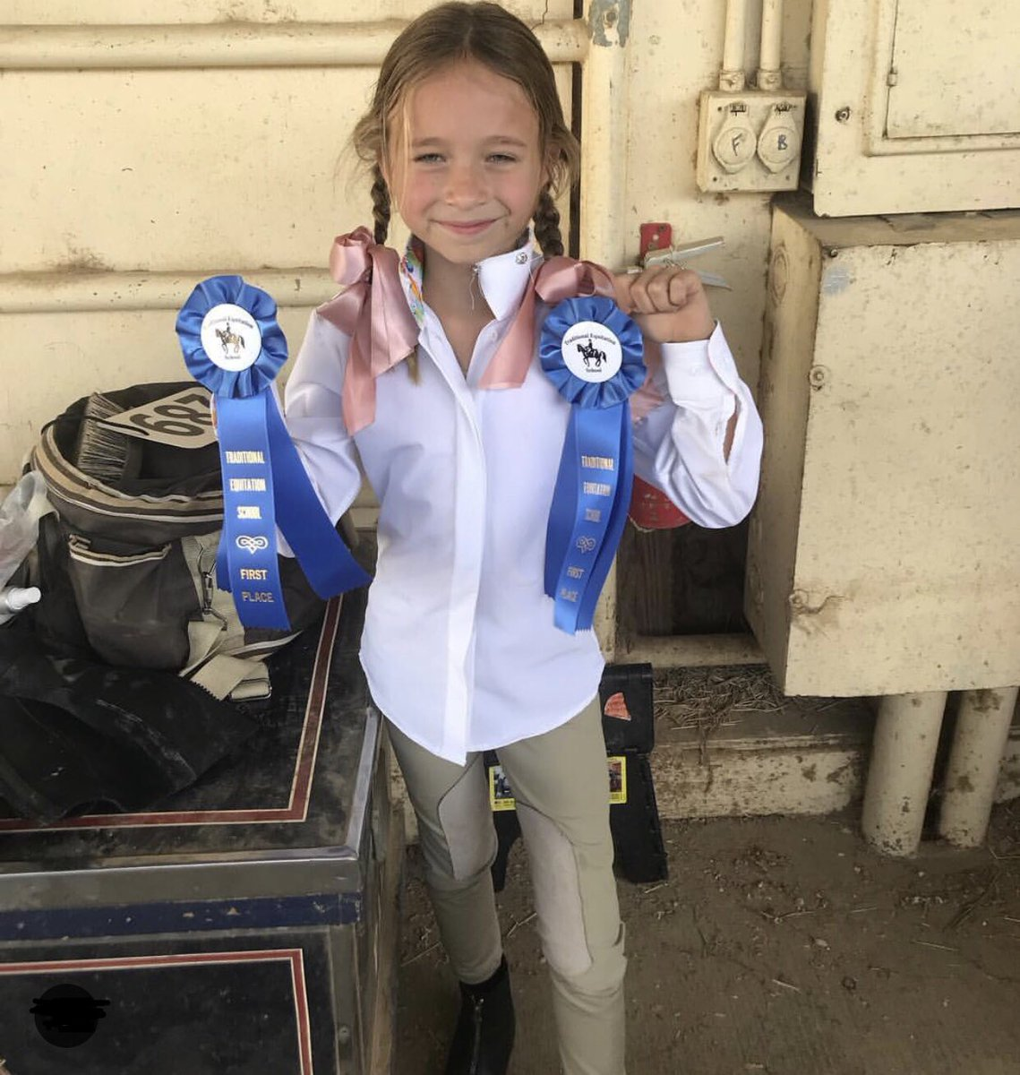 Congratulations to our little equestrian Grace, who won two blue ribbons over the weekend! ???????????? #daddysgirl https://t.co/Aidx0naJY3