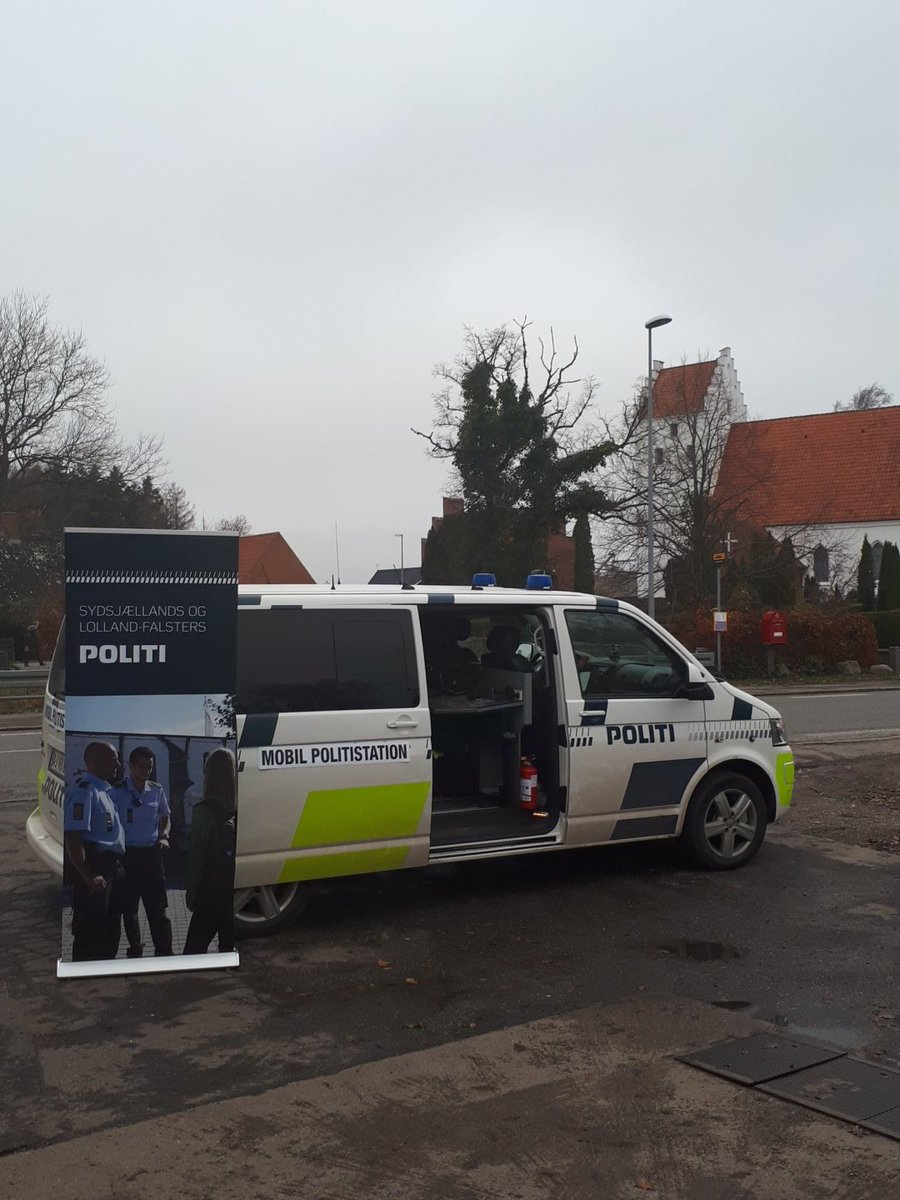 Dagens tilbud i Horreby, Falster- en snak med den lokale betjent 👮♂️#politidk https://t.co/7eV2sGcShF