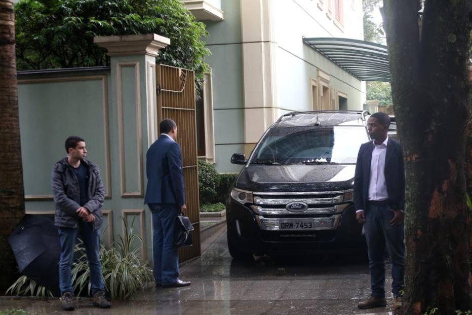 RT @foIha_sp: URGENTE: Michel Temer acaba de ser encontrado vivo em sua casa https://t.co/mhGNLkfX15 https://t.co/SGvhvb7ddT