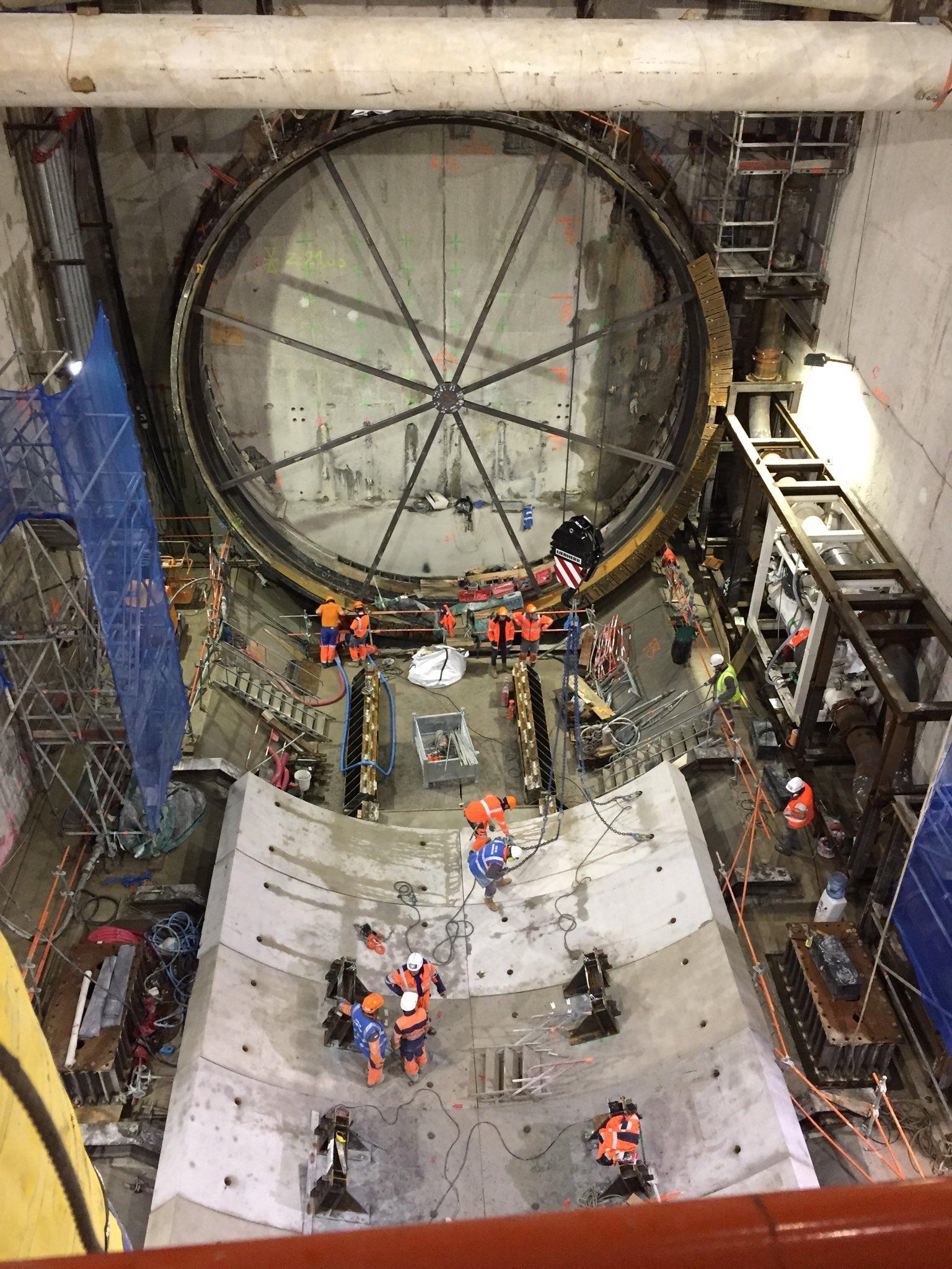 #Eole chantier en images ! Sublime à 35 mètres sous terre la Porte d'entrée du tunnelier ! Mais Si vous êtes abonnés à la newsletter Eole ! Demain tout en vidéo 😉👍 autrement abonnez vous vite !!!@SNCFReseau https://t.co/6TAKOkwkeL