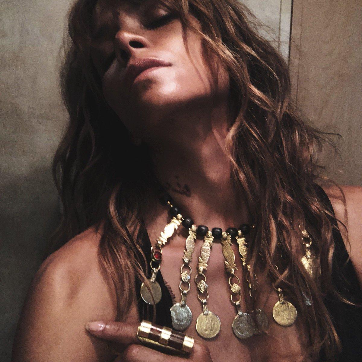 Sofia's got jewels. ???? #JohnWick3 https://t.co/yPty7dAidj