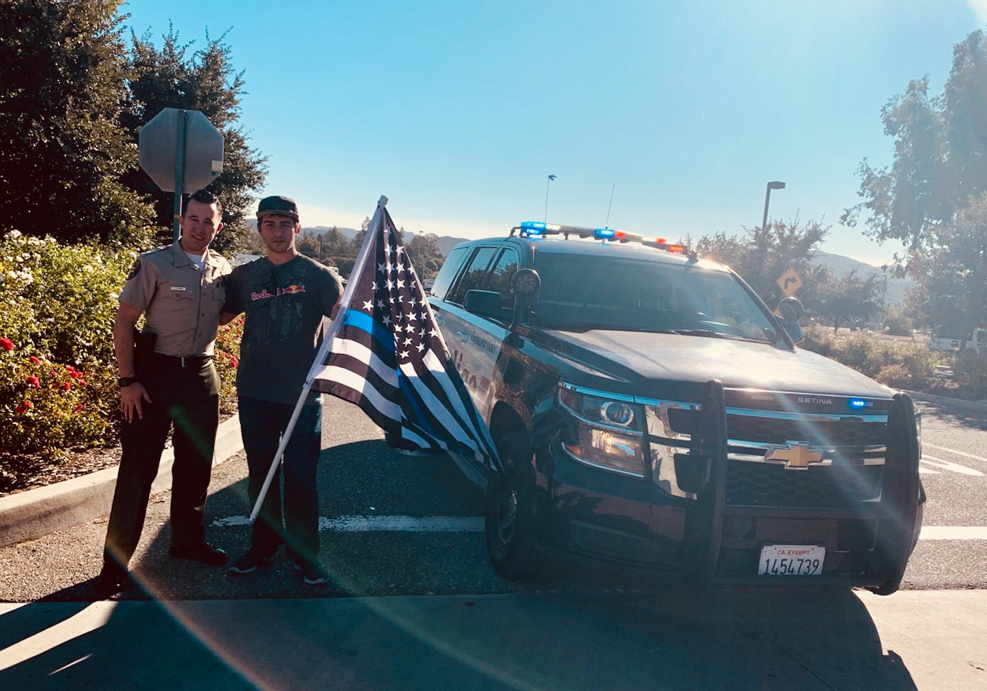 This gentleman showed up at the fire incident command post entrance to show his gratitude for Sgt. Ron Helus, waving the Thin Blue Line U.S. flag on the street corner.  The man said Sgt. Helus saved lives, including his friends, who were injured, but escaped due to Ron's heroism. https://t.co/7pUQXu5Zog