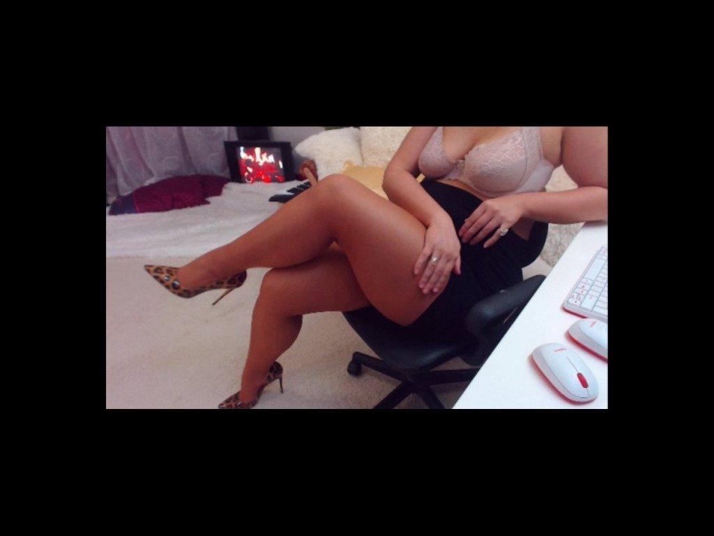 I'm online now on Jde2R8cIEy call me to get a #liveshow #cam #model #sexy #bigass