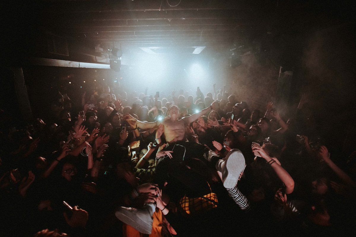 RT @ChaseAtlantic: SELLING OUT SHOWS EVERY NIGHT. ???????? GET YOUR TIX BEFORE THEY'RE ALL GONE.  https://t.co/CQ28gYN4XI https://t.co/pH5g6DHDC3