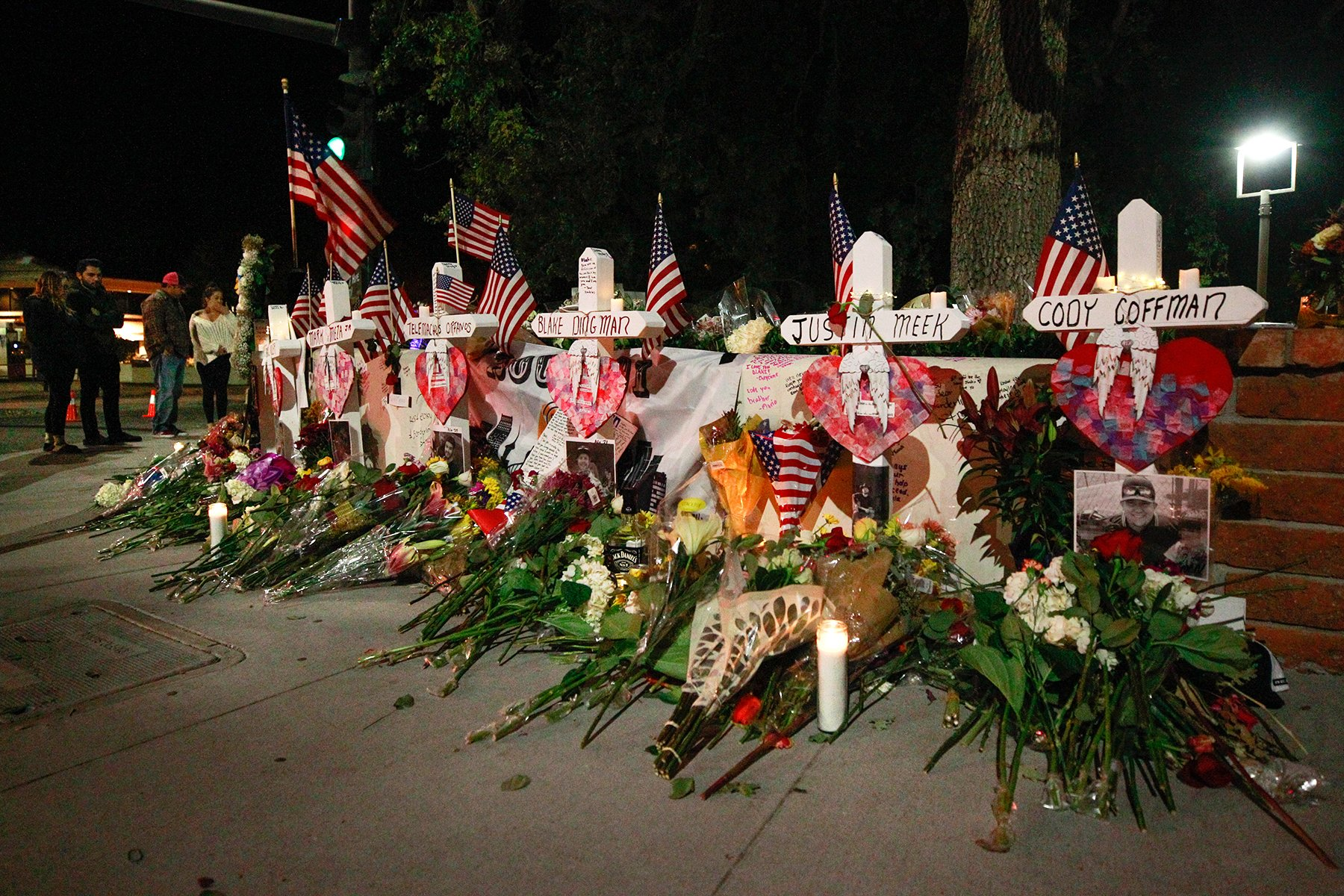 I'm told a vigil for the #Borderline shooting victims is planned for 8 p.m. Tues., Nov. 13 at Pepper Tree Playfield (3720 Old Conejo Road) in Newbury Park.  #TO12 #TOstrong Photo by @acornrichard https://t.co/Xf7x90SjhW