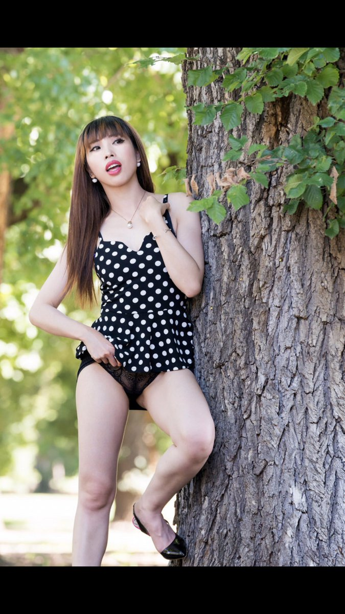 4 pic. this is a naughty garden. You will see me wear underwear only and walk around T9