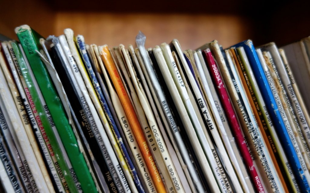 Anybody into collecting vinyl records?? https://t.co/M6jQ1491V8 https://t.co/TQH6DLscf0