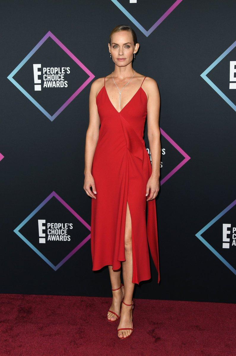.@ambervalletta looking amazing in VB last night. Discover VB dresses: https://t.co/BwauXsHuTr x https://t.co/ogY5b8sVQJ