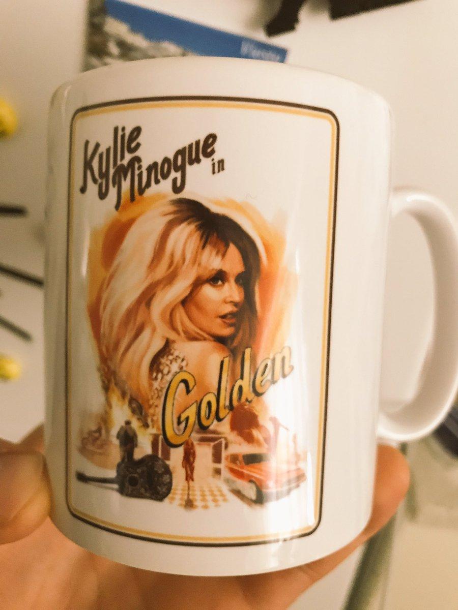 RT @WalMusic79: Souvenir #GoldenTour #KylieGolden #KylieMinogue @kylieminogue ❤️❤️❤️❤️❤️ https://t.co/obRSqquh84