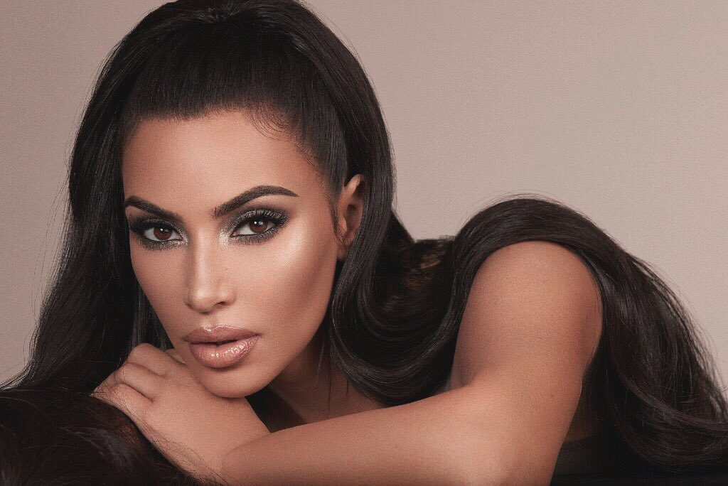 The @kkwbeauty Glam Bible is launching Nov 23. I know you guys are gonna love this! https://t.co/sbyklMQhdE https://t.co/sukGZ79C7R