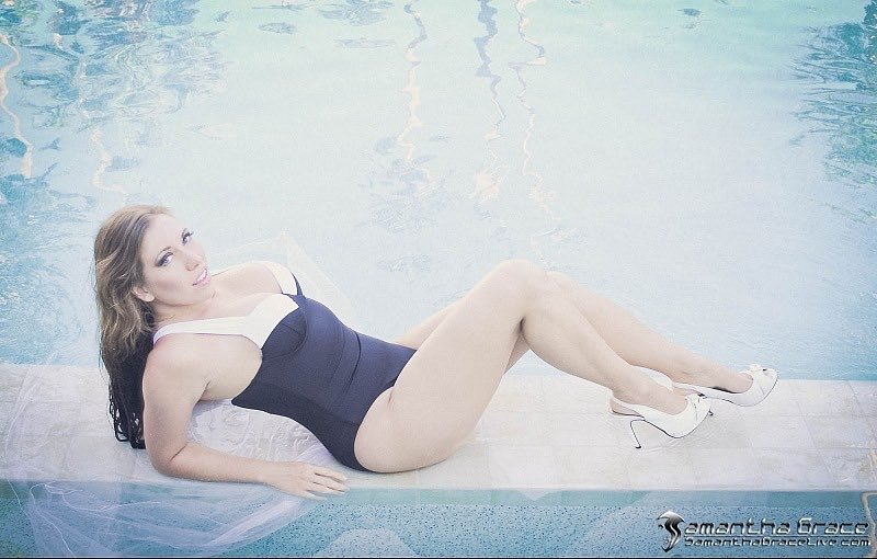 Poolside is the cool side. Retweet if you like. You can see more photos like this at ZLAdnKZwfs