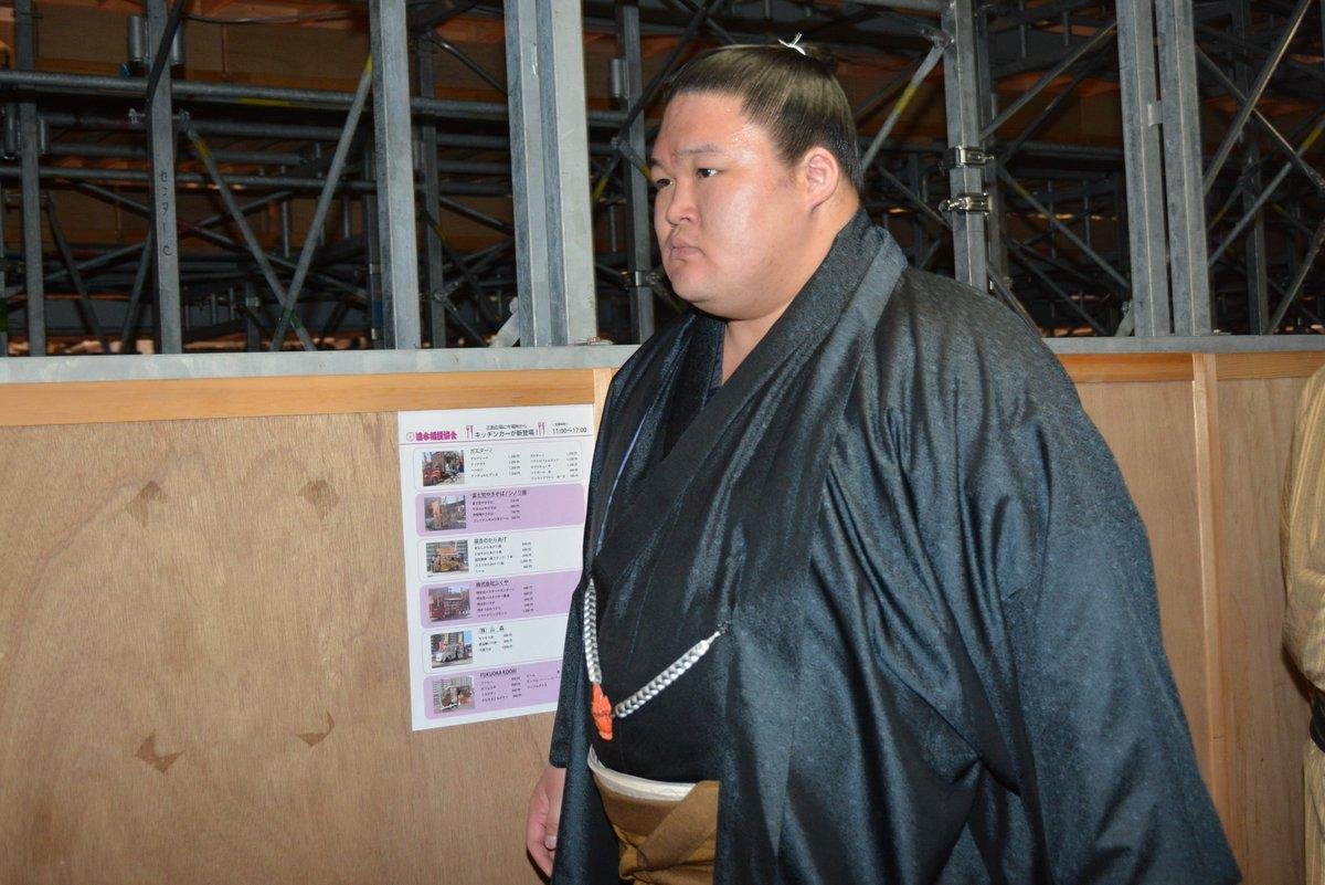 test ツイッターメディア - <四日目の様子>場所入りの様子。大関 豪栄道。#sumo #相撲 https://t.co/NPPOc8sEIt