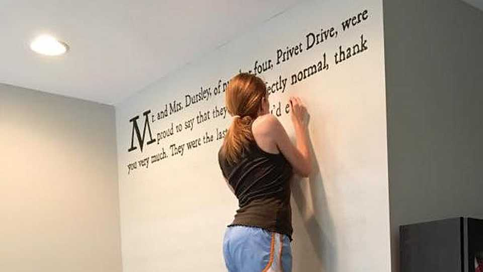 This woman painted the first page of Harry Potter on her wall and it looks AMAZING