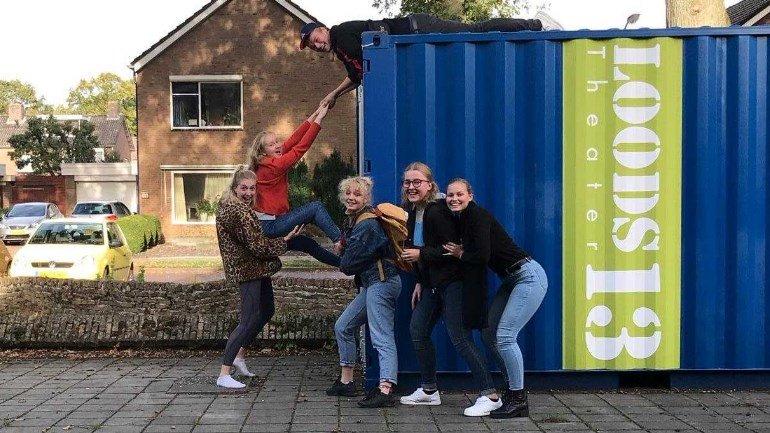 test Twitter Media - Hoe zwaar is het leven zonder mobieltje? Zes jongeren in Emmen gaan de uitdaging aan en gaan een week lang door het leven zonder mobiele telefoon https://t.co/LsGM5q4rQi https://t.co/uzbFdRMkyC