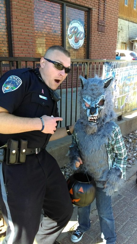 test Twitter Media - Along with handling calls for service, @parkvillemo Police took time to pass out candy and police stickers to Trick-or-Treaters Halloween night and on Main Street Saturday. They also helped out with @parkvillemo Nature Sanctuary's Ghost Stories Saturday. #ParkvilleMOPolice https://t.co/HOKXnYYImN