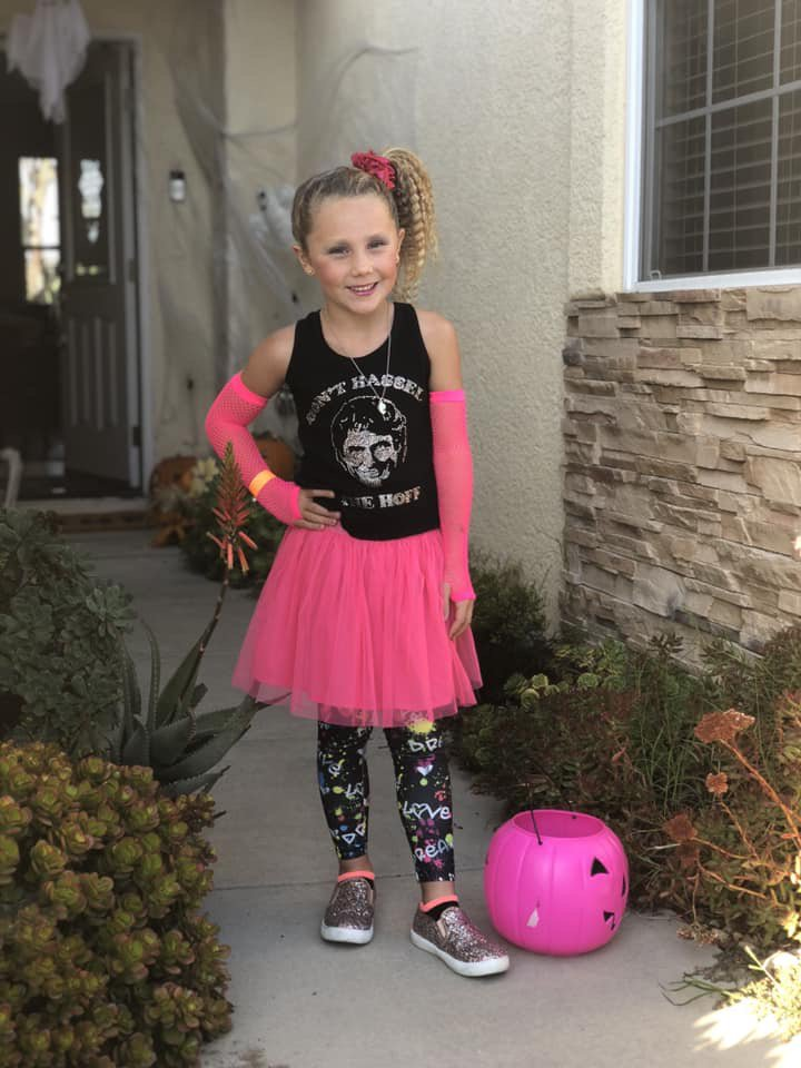 FAVORITE HALLOWEEN COSTUME MAKENA !!!!! MY SUPER NEICE IS GORGEOUS! #Halloween #Hoff #80s #80sfashion https://t.co/HXlxhiNokQ