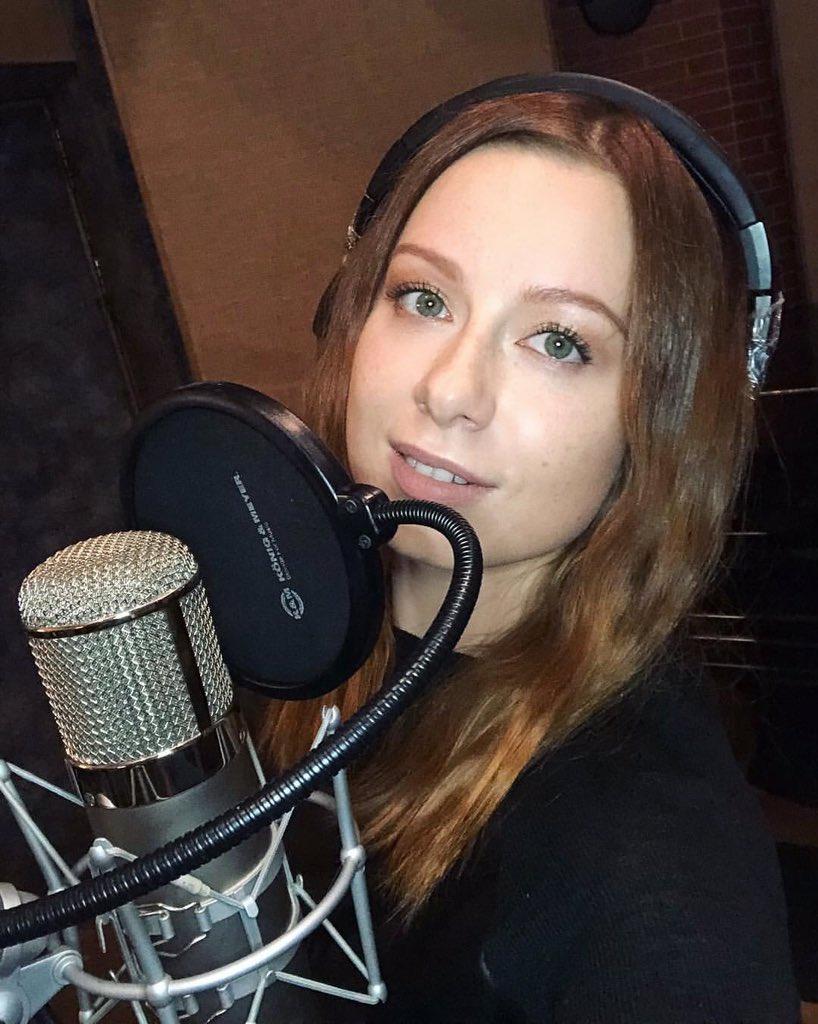 Записываюсь на студии. Потом еду на концерт в Крокус. Съемка «Необыкновенного огонька»????✨  #савичева #юлиясавичева https://t.co/PVaJYcIAIo