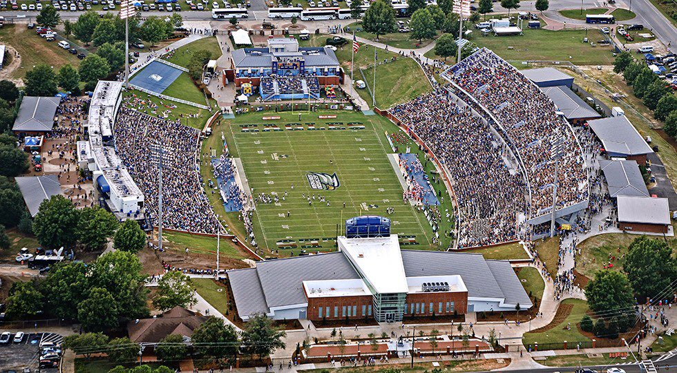 Let's get this place the loudest, craziest, and most unrelenting environment in the history of our program! A lot to scream and shout about! It's all about the seniors! Can't wait for Saturday! #GATA #powerofpaulson https://t.co/PI62bAX0We