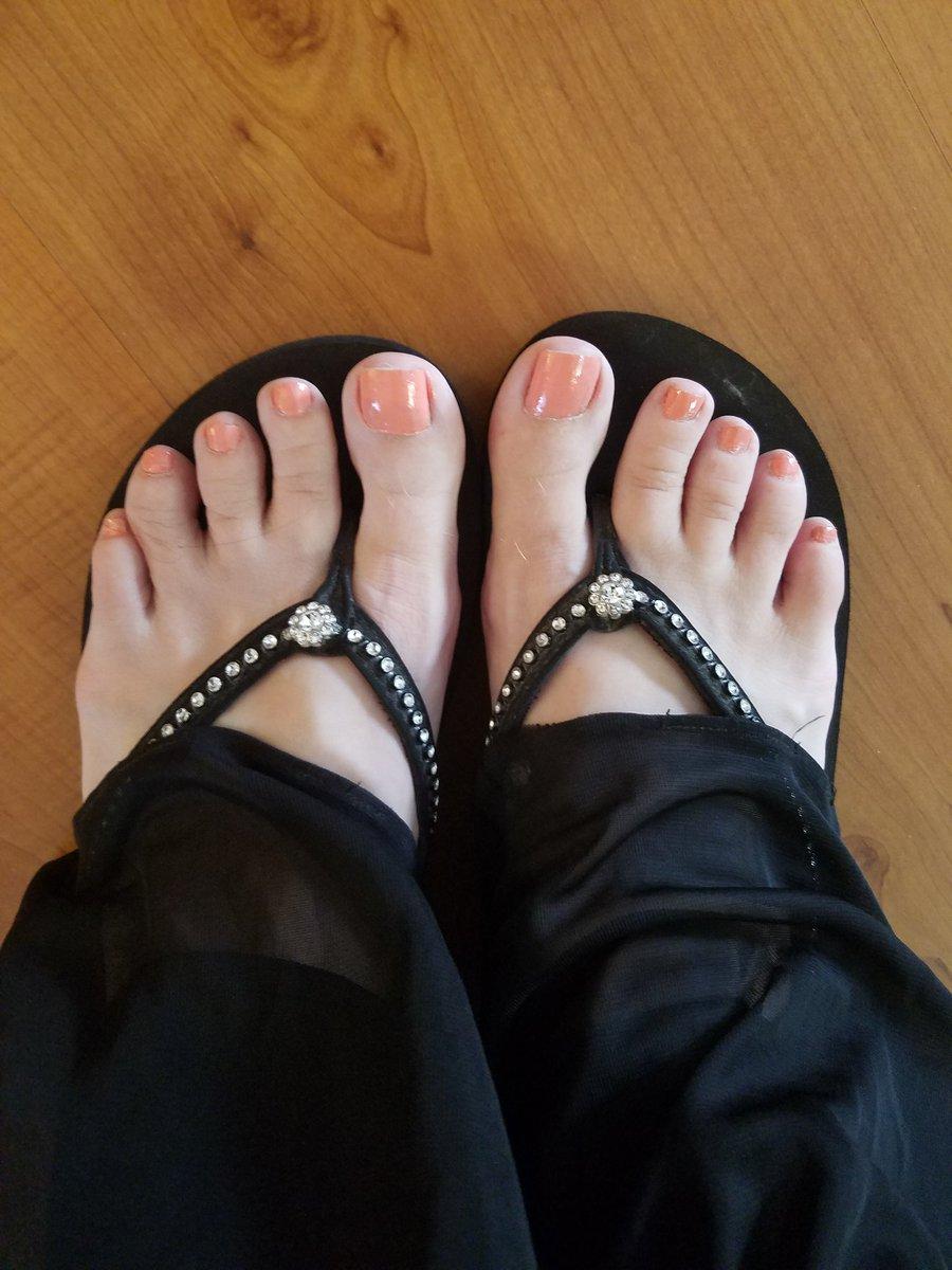 Blushing pink, today. #feet #toes #pedicure n8Qx1CxKDc