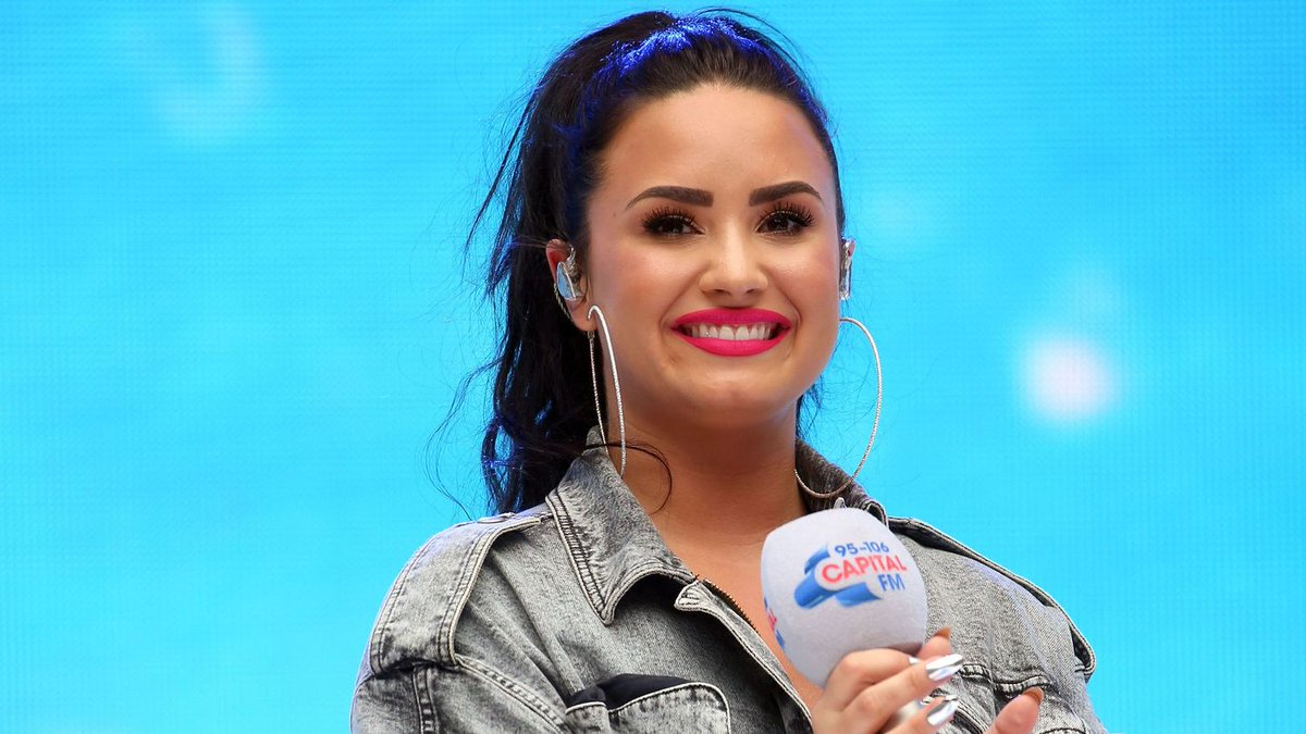Demi Lovato's First Pic In Three Months Sends A 'Grateful' Message