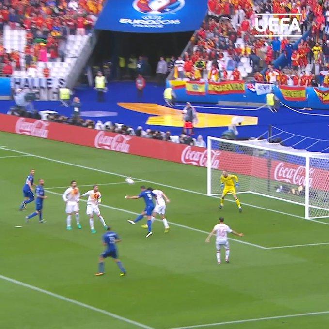 UEFAEURO: Cat-like reflexes from Spain\s number 1  Wish David de Gea a happy birthday! SeFutbol D_DeGea