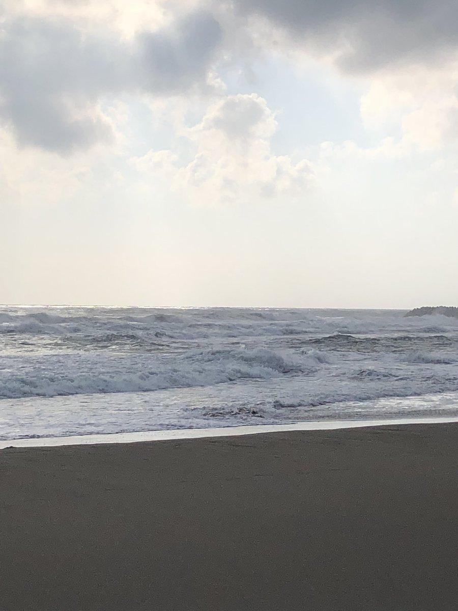 鹿島灘サーフ、今日は荒れてますね。 他のアングラーさんシーバスあげてますよ。 ヒラメは渋いです。 https://t.co/lZZzoAuZ9x