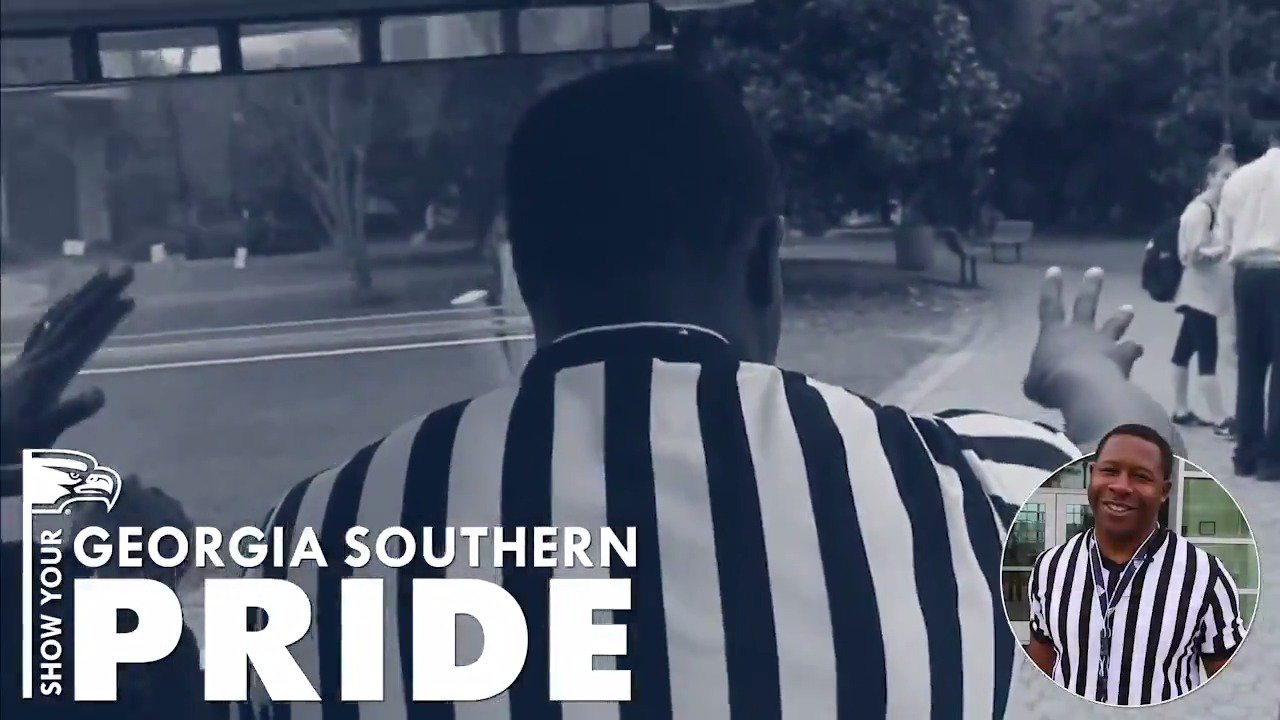 Our school spirit referee (@apgsu3) went around campus today to make sure our student body was showing off their #TrueBlue pride. Don't let us catch you reppin' the wrong school! 🦅  #HailSouthern https://t.co/0hOxgasjw4