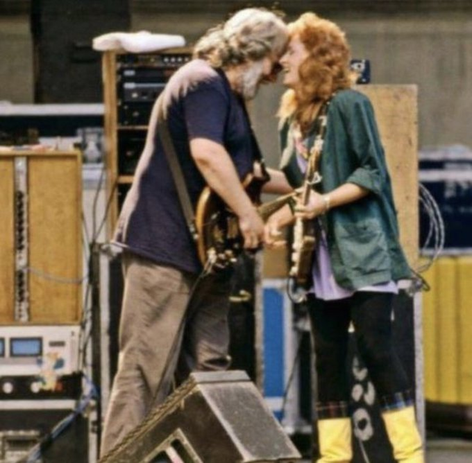 Happy birthday, Bonnie Raitt! Here s Bonnie and Jerry at the Greek Theatre in Berkeley, CA on August 30, 1987.