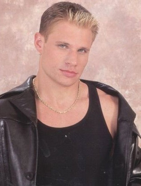 Happy 45th birthday to Nick Lachey today!