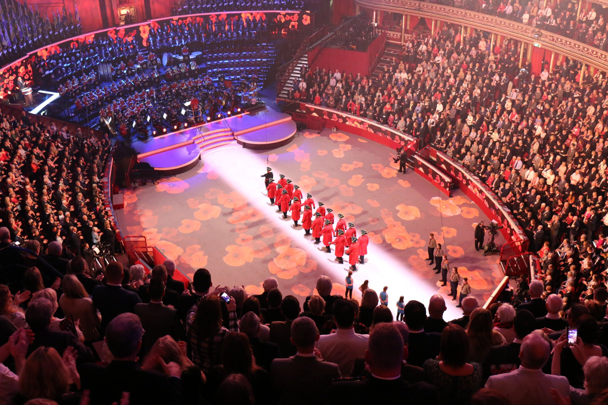 The Chelsea Pensioners make their entrance at the #FestivalofRemembrance @RHChelsea and are given a guard of honour by @UKScouting and @Girlguiding who played a vital role in #WW1 #FestivalofRemembrance https://t.co/EZI1GgAEp9