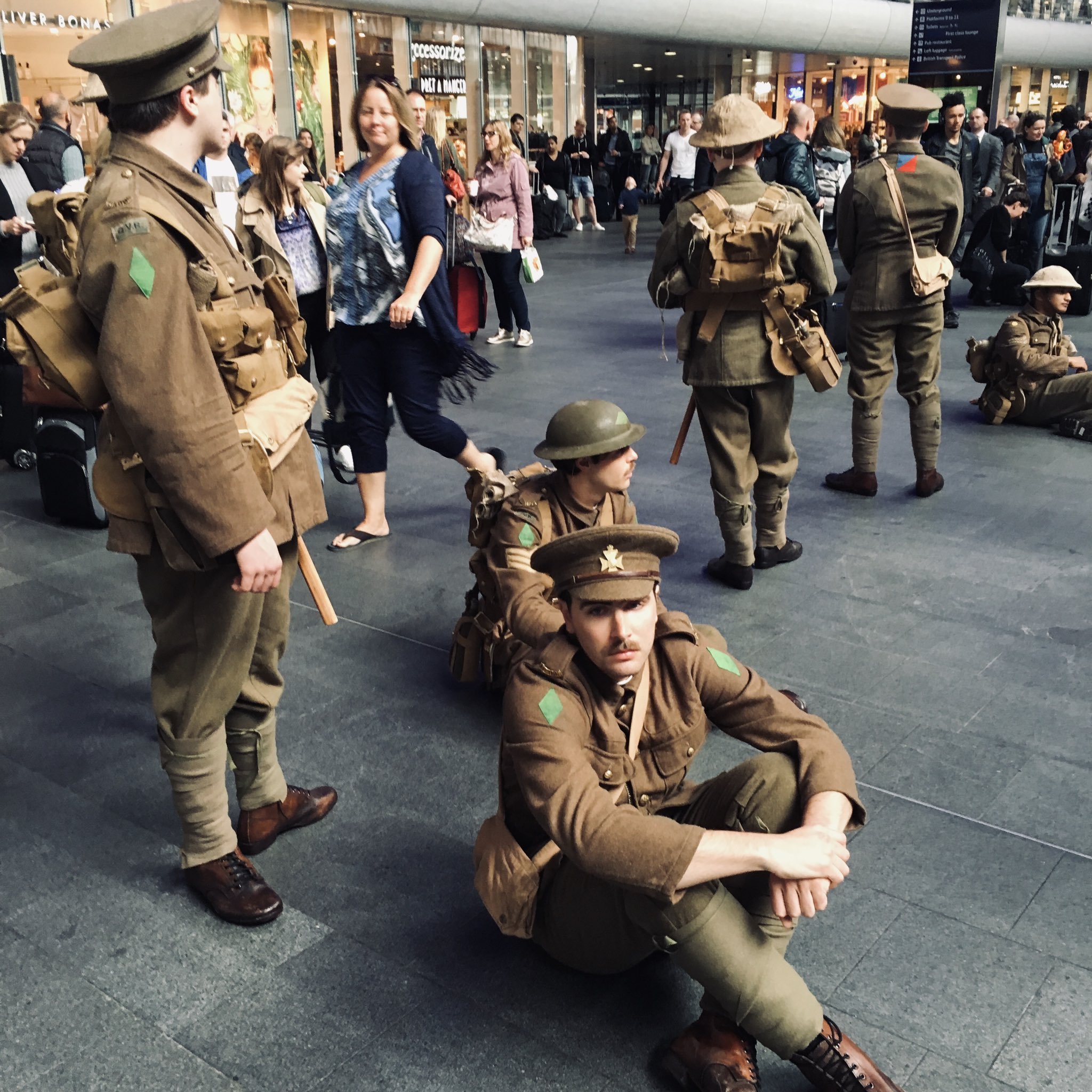 Just thinking about art of commemoration, @1418NOW has been brilliant, from @tompiperdesign & @PaulCumminsMBE poppies to Danny Boyle's beaches & Peter Jackson film. And @jeremydeller's We're Here Because We're Here was one of most moving works (of art, theatre?) I've ever seen https://t.co/pgUA39MlX0