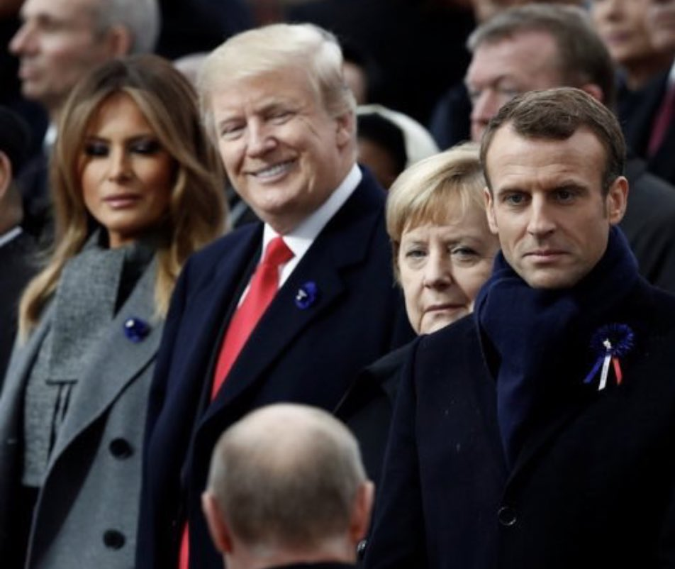 Observe their expressions as Putin approaches https://t.co/okDnM2T4qt