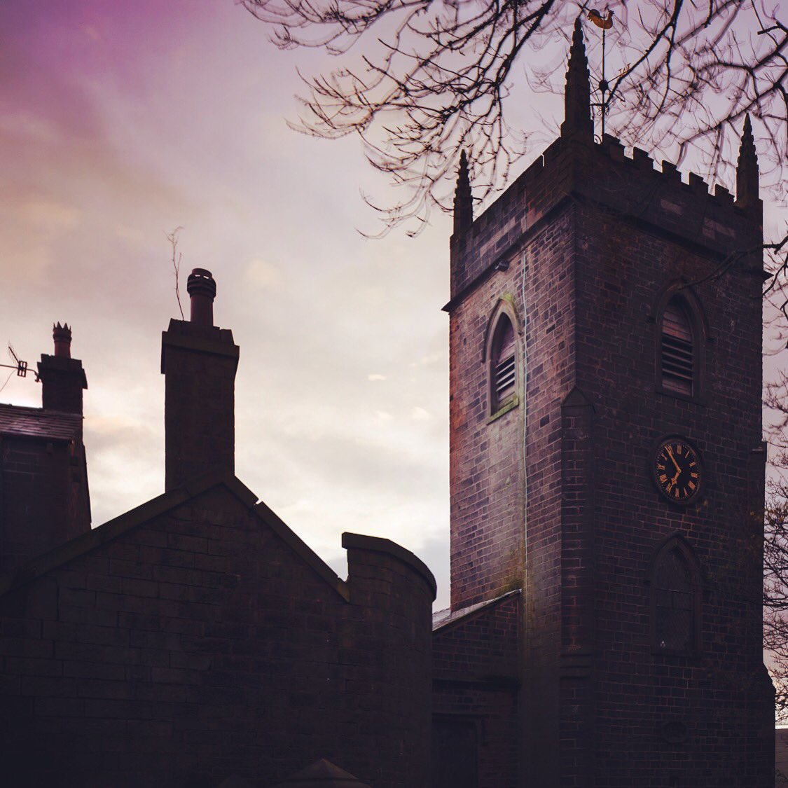 Today, I'm back in Newchurch filming a peal of bells which will last for 3 hours - in commemoration of a peal rung a hundred years ago to this day at St. Nicholas - 1 of only 7 churches with enough muster to do so on Armistice or the day after https://t.co/A2dqQ14eKu