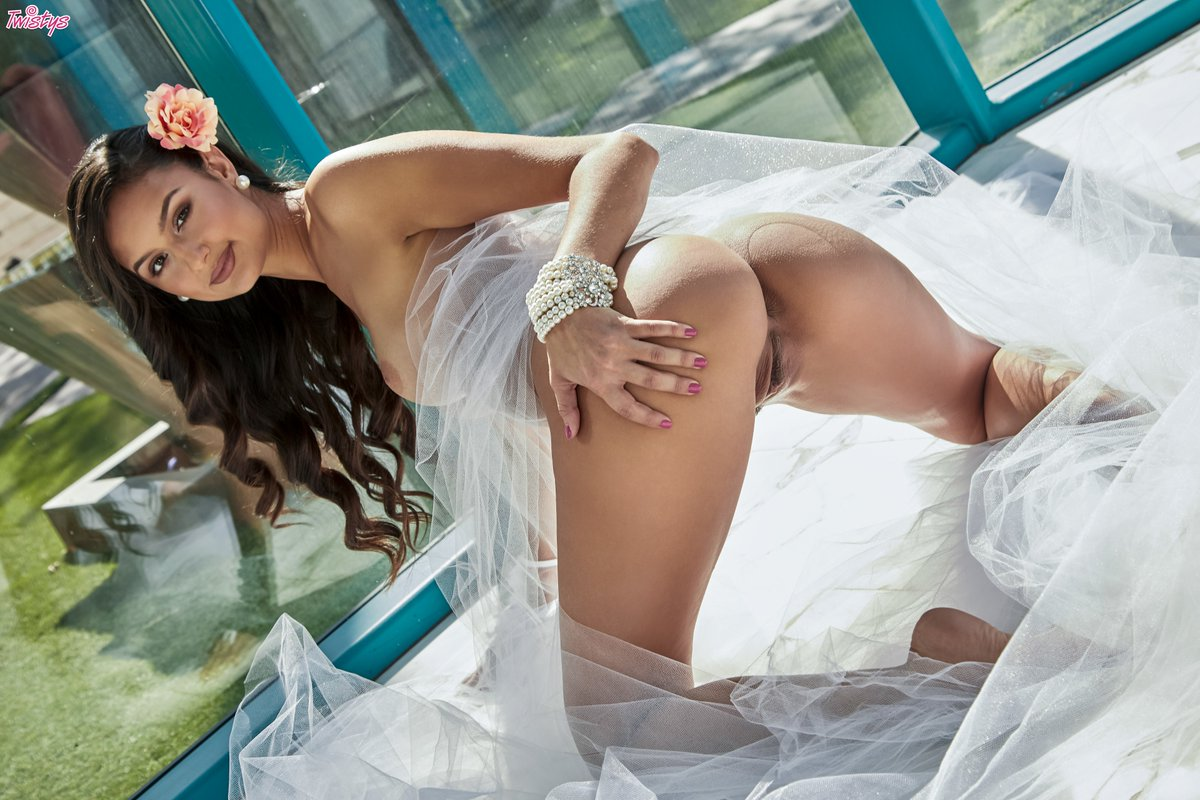 Would you marry ? We would! #TreatOfTheMonth #Twistys jA8q7pB42D