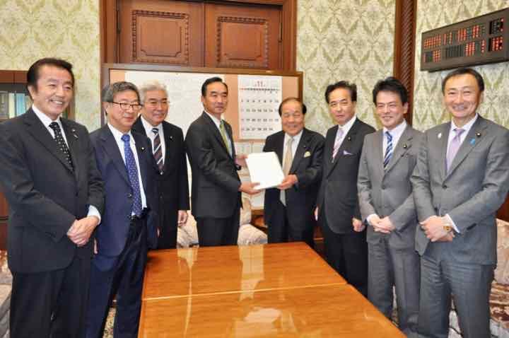test ツイッターメディア - 【日本維新の会参議院64法案提出のお知らせ】 日本維新の会は、参議院において 11月15日法案64本を提出しました。 公文書管理法改正案では、 ペーパーレス化の推進 ハッシュタグ関数を導入し ブロックチェーン技術を活用した 改ざん防止を目指しています。 法案一覧は下記から https://t.co/dCGk0hxlV0 https://t.co/x7riMVUxaG