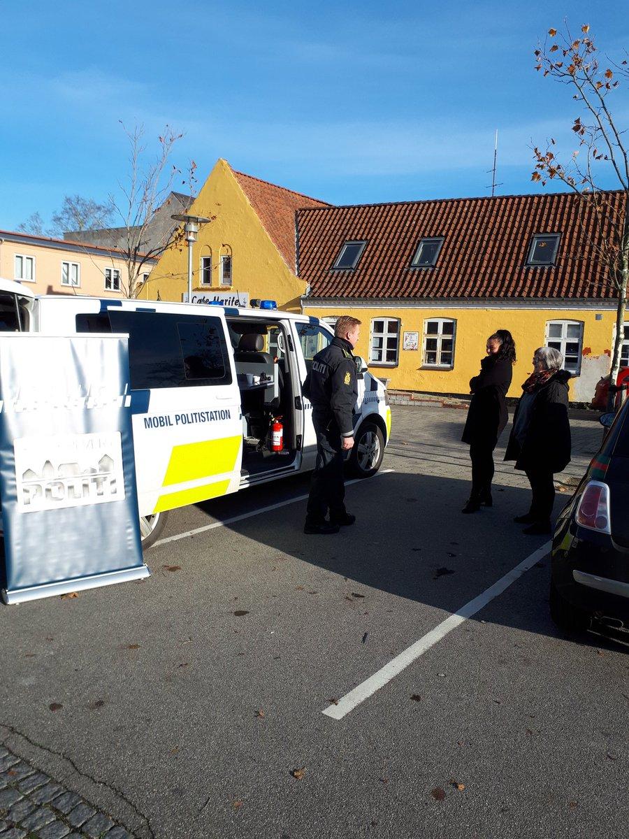 Mobil Politistation på besøg ved Netto i Rødby https://t.co/yFDsq3yRXN
