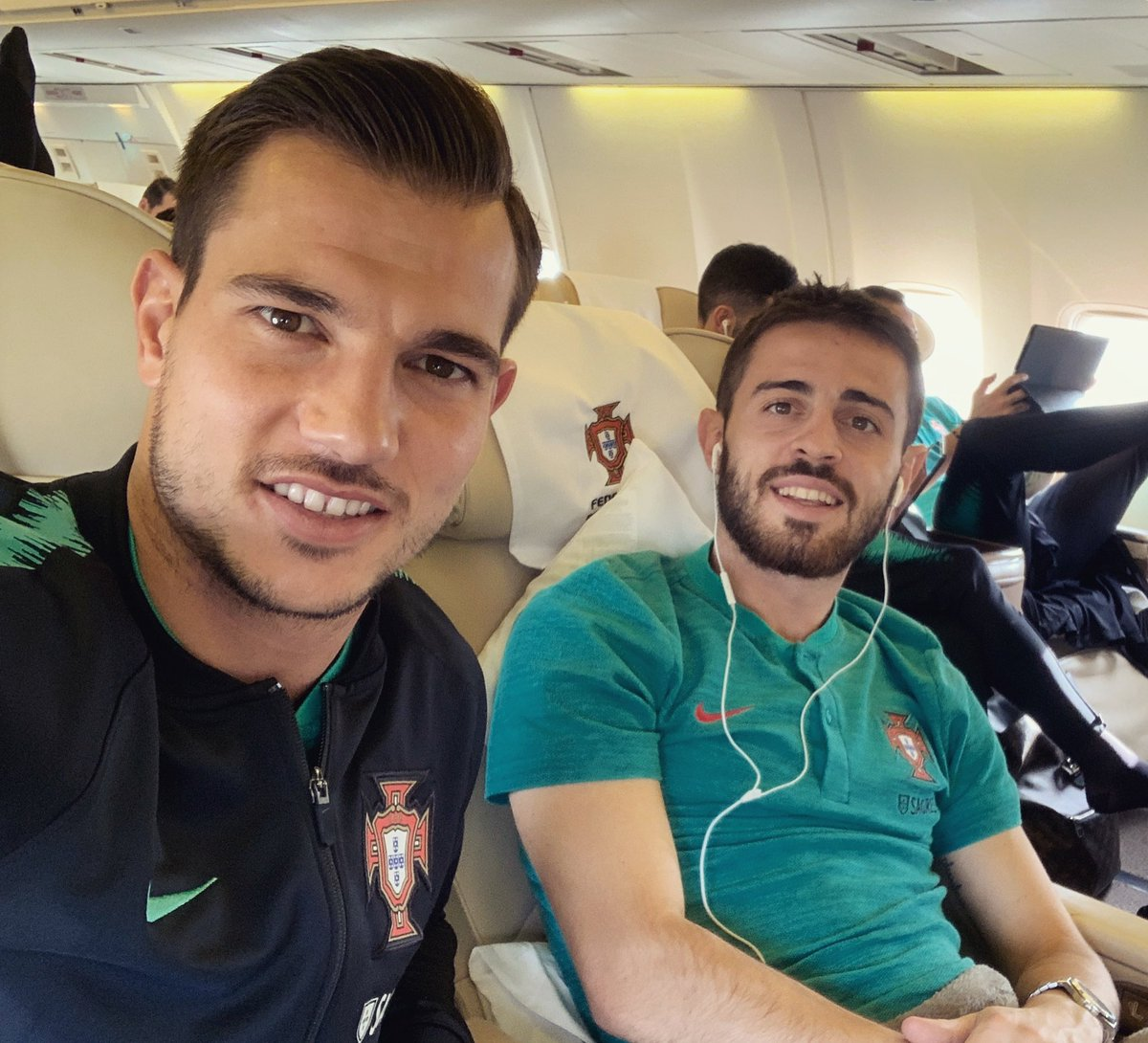 Off to Milano! ✈️🇵🇹🇮🇹 @selecaoportugal ✌🏼 https://t.co/YBCW7rgVa7