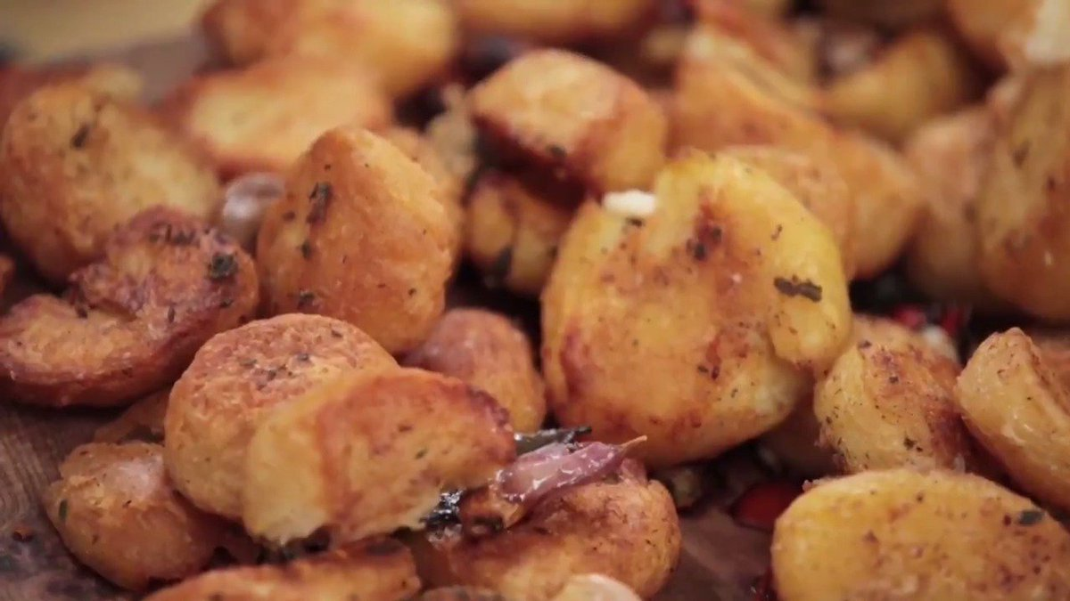 We're talking about the all-important roast potatoes...  How do you make yours? #SundayRoast https://t.co/JEIlITG2X6