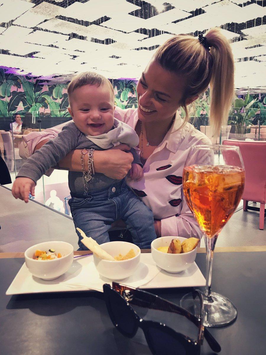 Fran cada día más grande y sonríe a todo el mundooooo ! Bebé simpático!!!! Te amoooo❤️???????? https://t.co/NQBDBvhftb