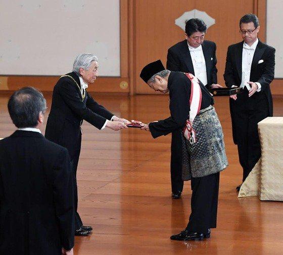 日本人よ誇りを持て、日本は何も悪い事はしていない、等の正しい歴史の発言を繰り返したマハティールマレーシア首相、今年秋の叙勲で最高位「桐花大綬章」を天皇陛下から受賞されましたが、来日も受賞もほとんどのメディアが報じませんでした。報道しないマスメディア、ごみ・くそと言われて当然。 https://t.co/APKYhIOUOr